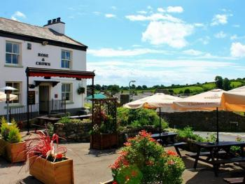 Rose And Crown Inn - Patio of Rose & Crown Inn
