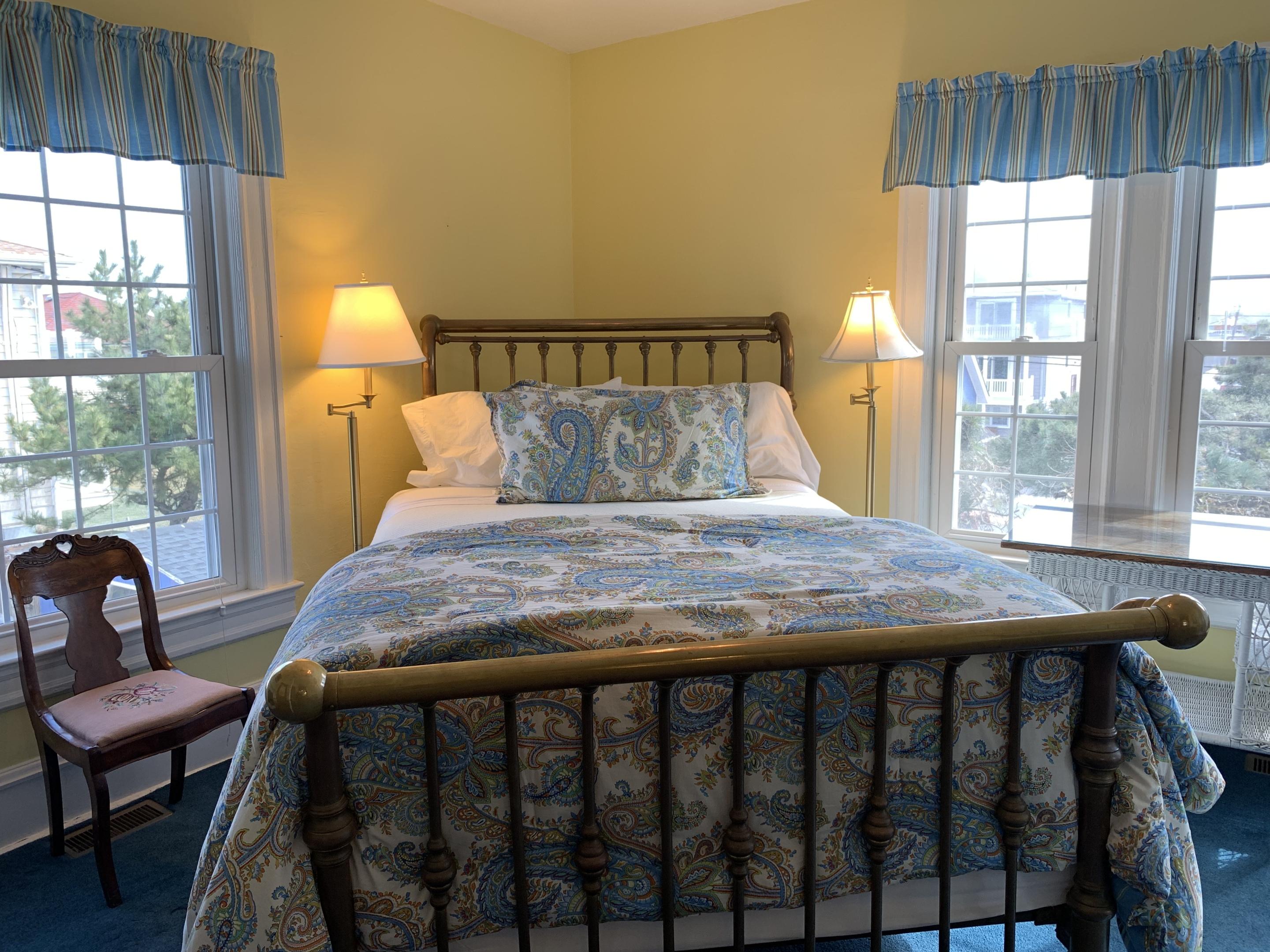 Queen-Ensuite-Large-Ocean View-Room 26 - Base Rate