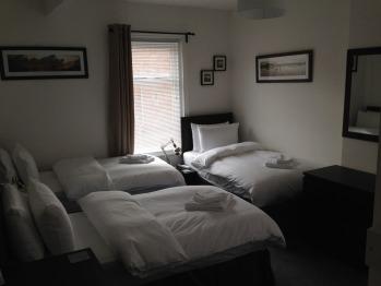 Twin room-Standard-Ensuite-Shower Over Bath