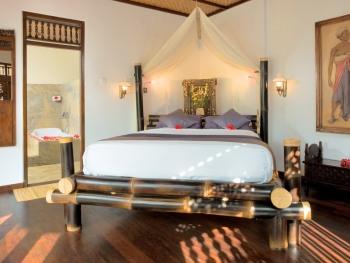 Villa Room 4 - Queen Bedroom