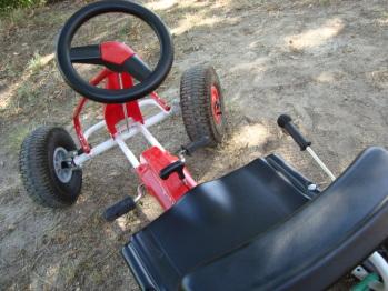 Karting, Tyrolienne, Slakeline, Jeux pour enfants en bas âge à votre disposition