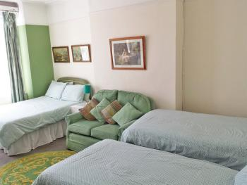 Quad, Shared Bathroom – Quadruple Occupancy (Breakfast included) [Garden view]