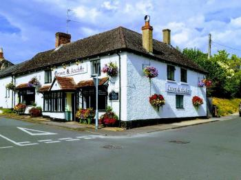 The Crown & Anchor - The Crown and Anchor Ramsbury