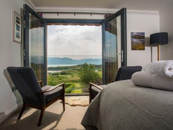 Thistles King Luxury Ensuite with Bath sea view and shower