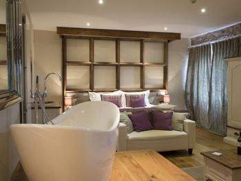 Double-Luxury-Ensuite- The Coach House