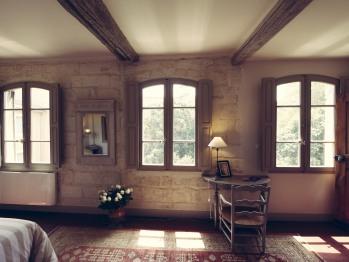 La suite Alhambra et ses 4 fenêtres avec vue sur le jardin