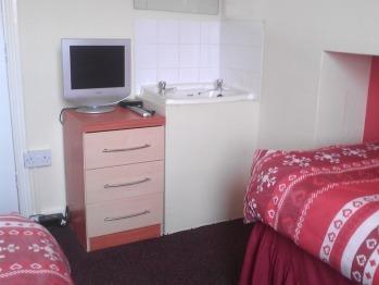 Twin room-Standard-Shared Bathroom- (2 single beds)