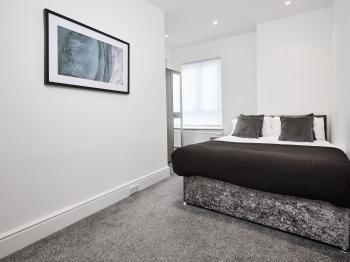 Fabrik Apartments - St. Andrews Road South - Double bedroom