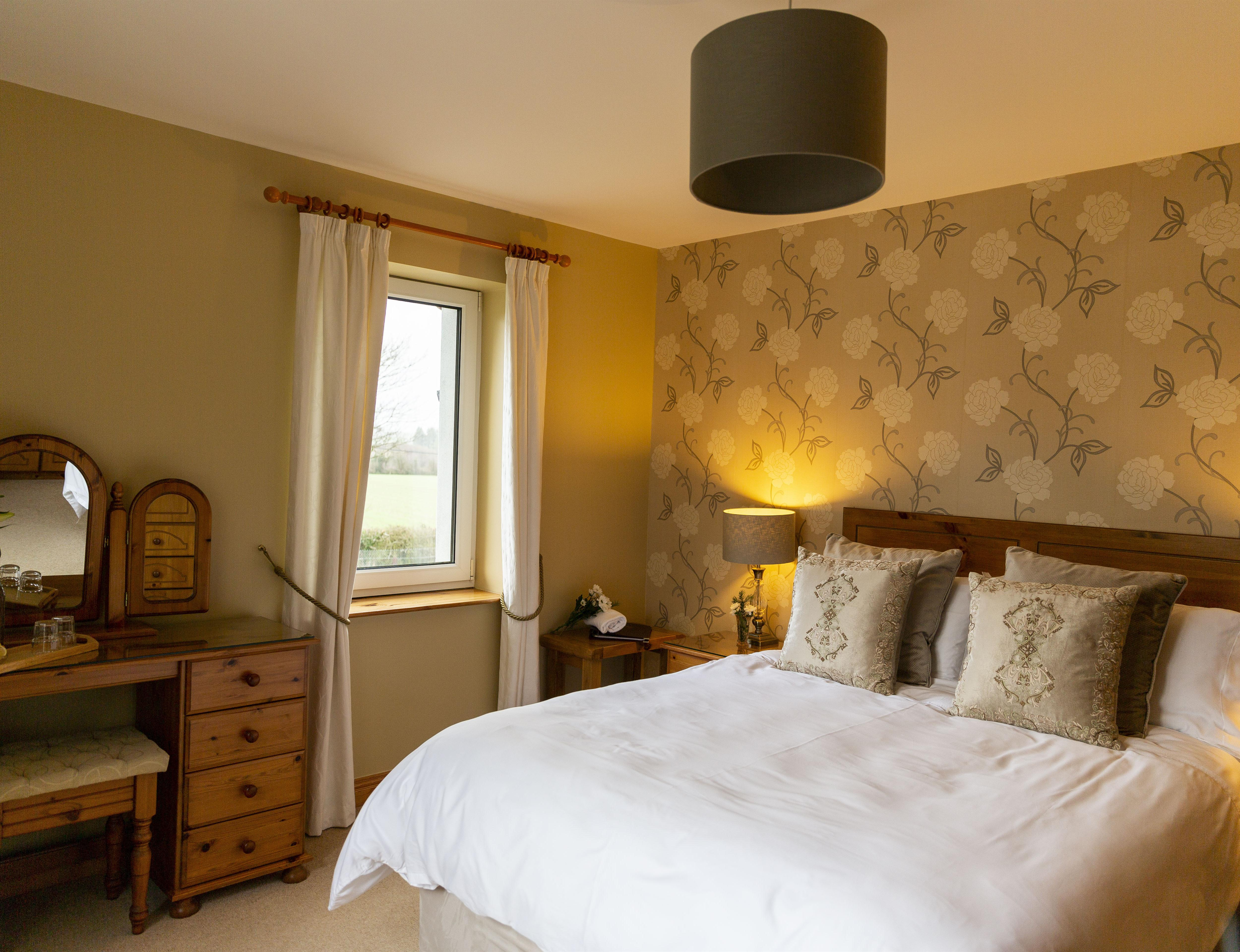 Double room-Comfort-Ensuite with Shower-Countryside view-Sycamore View Room