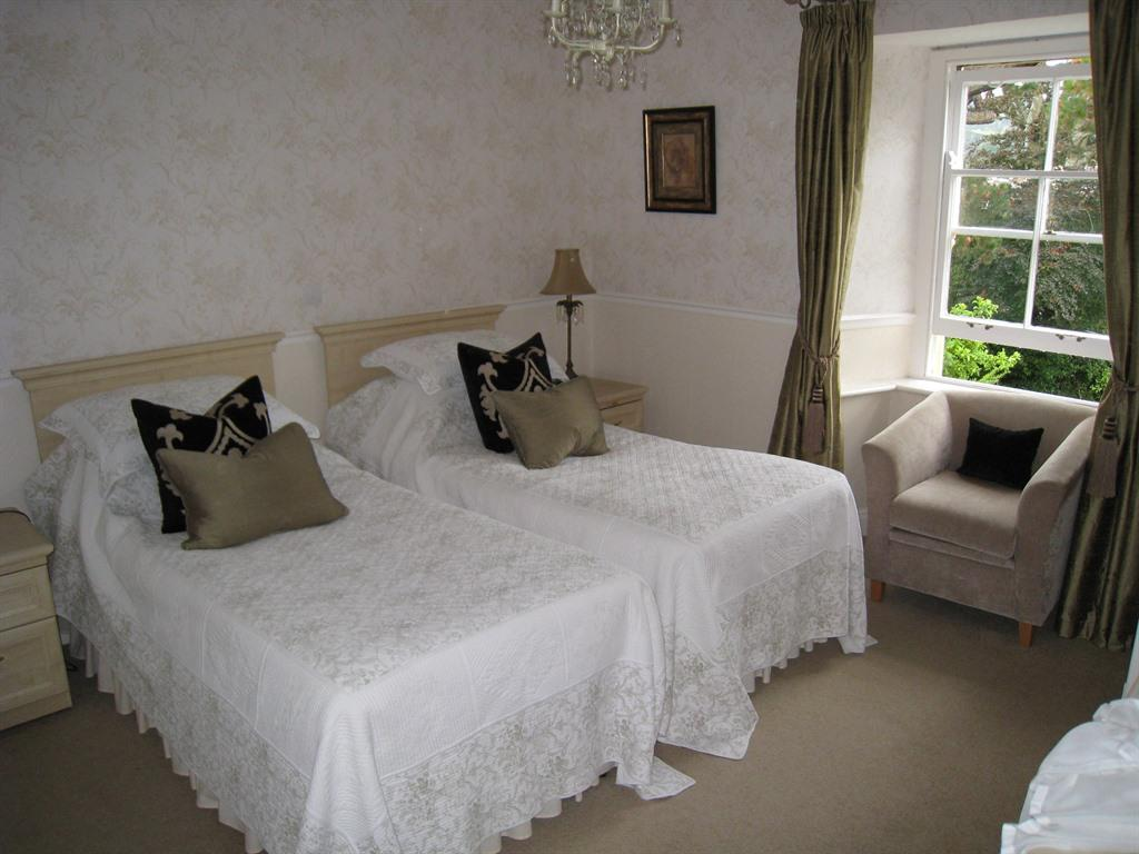 Double or Twin-Ensuite with Shower-Garden View-Room 8