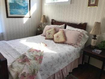 Beatrice's Room-Queen-Private Bathroom