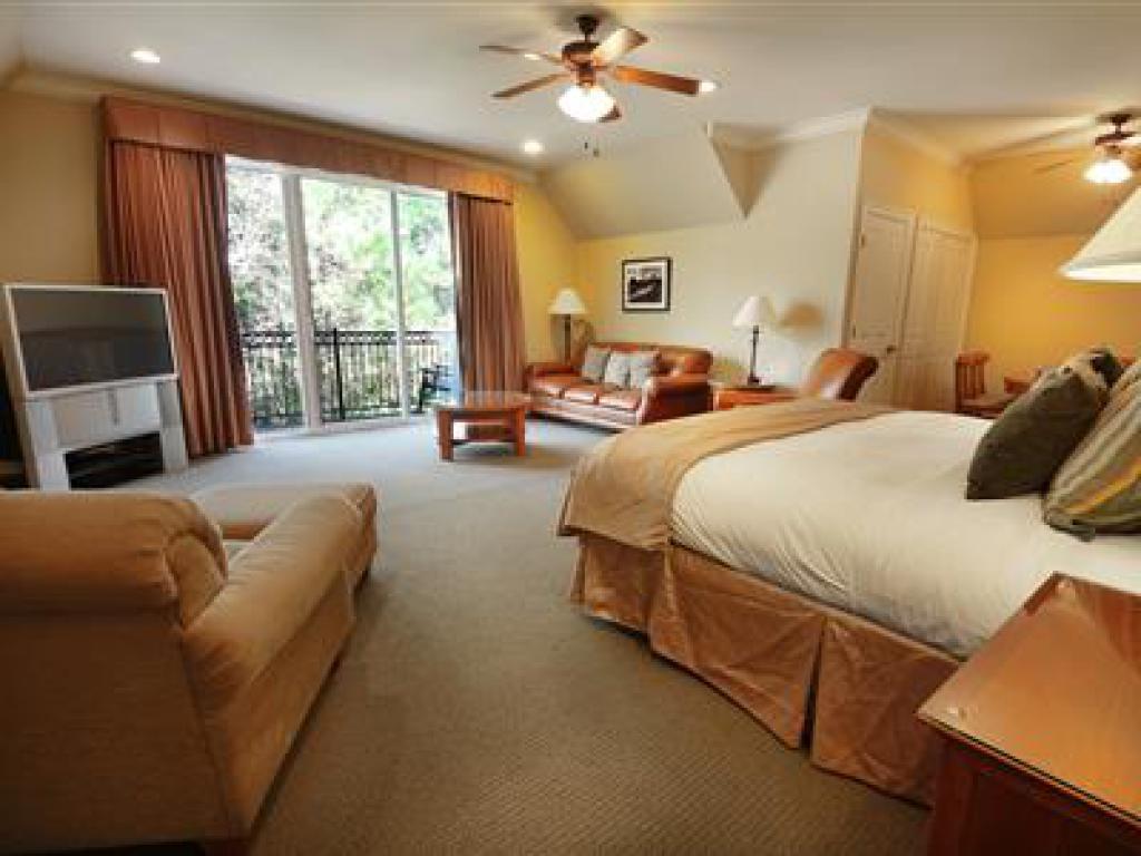 Quad room-Ensuite-Suite-205 Fairway Suite