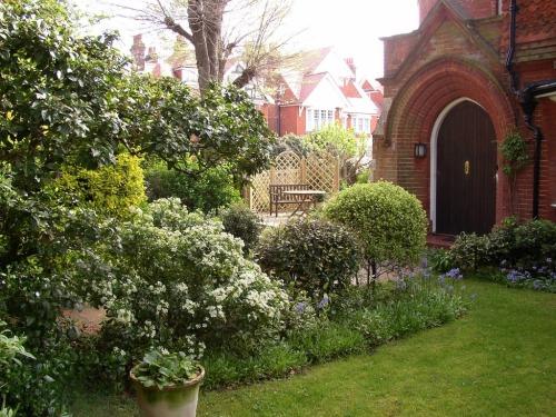 Front garden & entrance