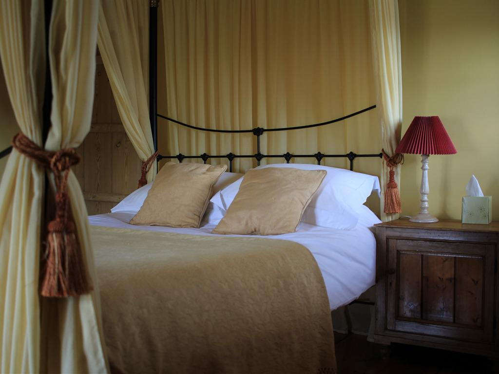 King size four poster in holiday cottage