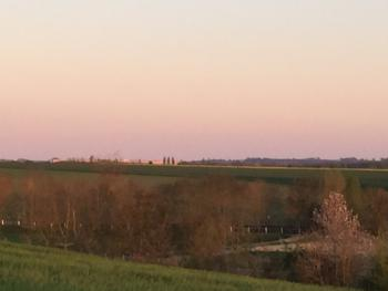 Coucher de soleil sur le chateau de Versailles en fond