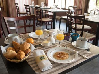 Table type de petit-déjeuner