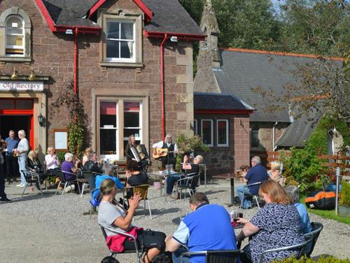Live Music outside every Sunday afternoon in the summer months
