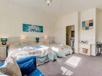 Family room-Ensuite-2 Adults & 2 Children - Family room-Ensuite-2 Adults & 2 Children