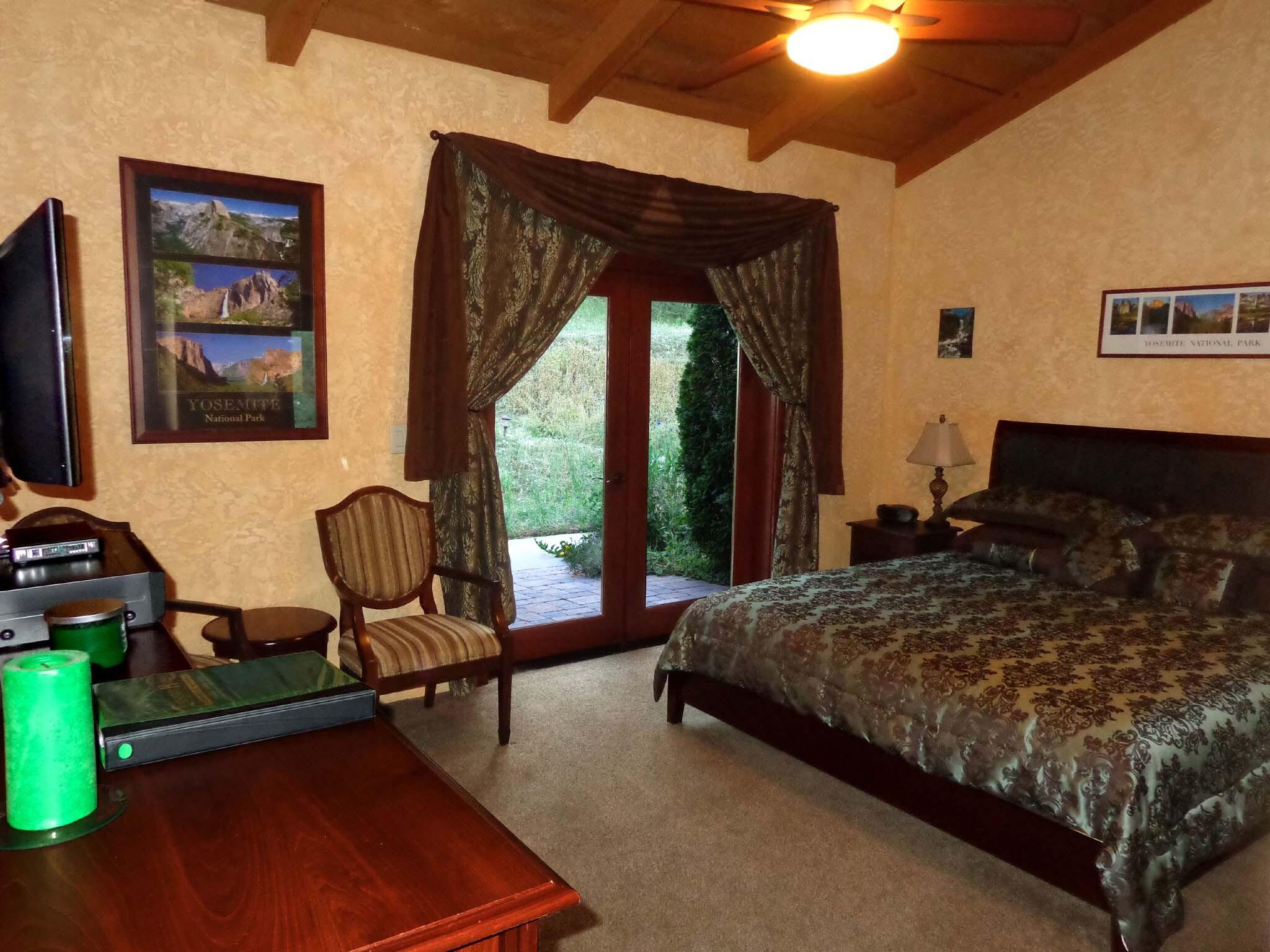 Double room-Ensuite-Standard-Pine Room