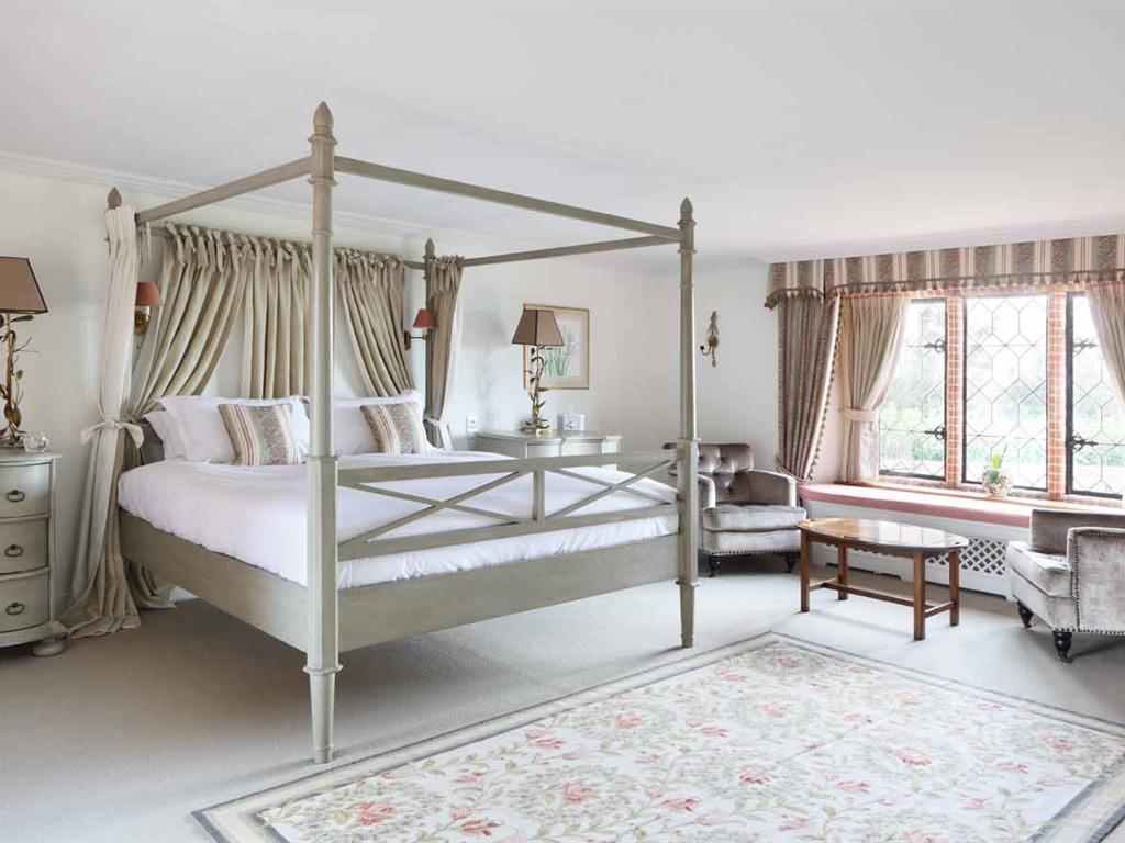 Suite-Luxury-Ensuite-Four Poster