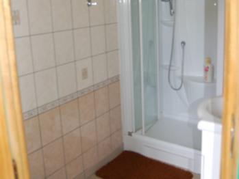 salle d'eau de la chambre N°4 (douche, lavabo, wc)