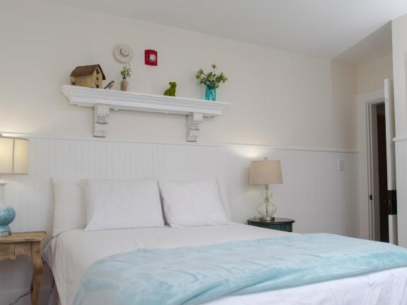 Double room-Ensuite-Standard-Street View-109 - Main House, 1 queen