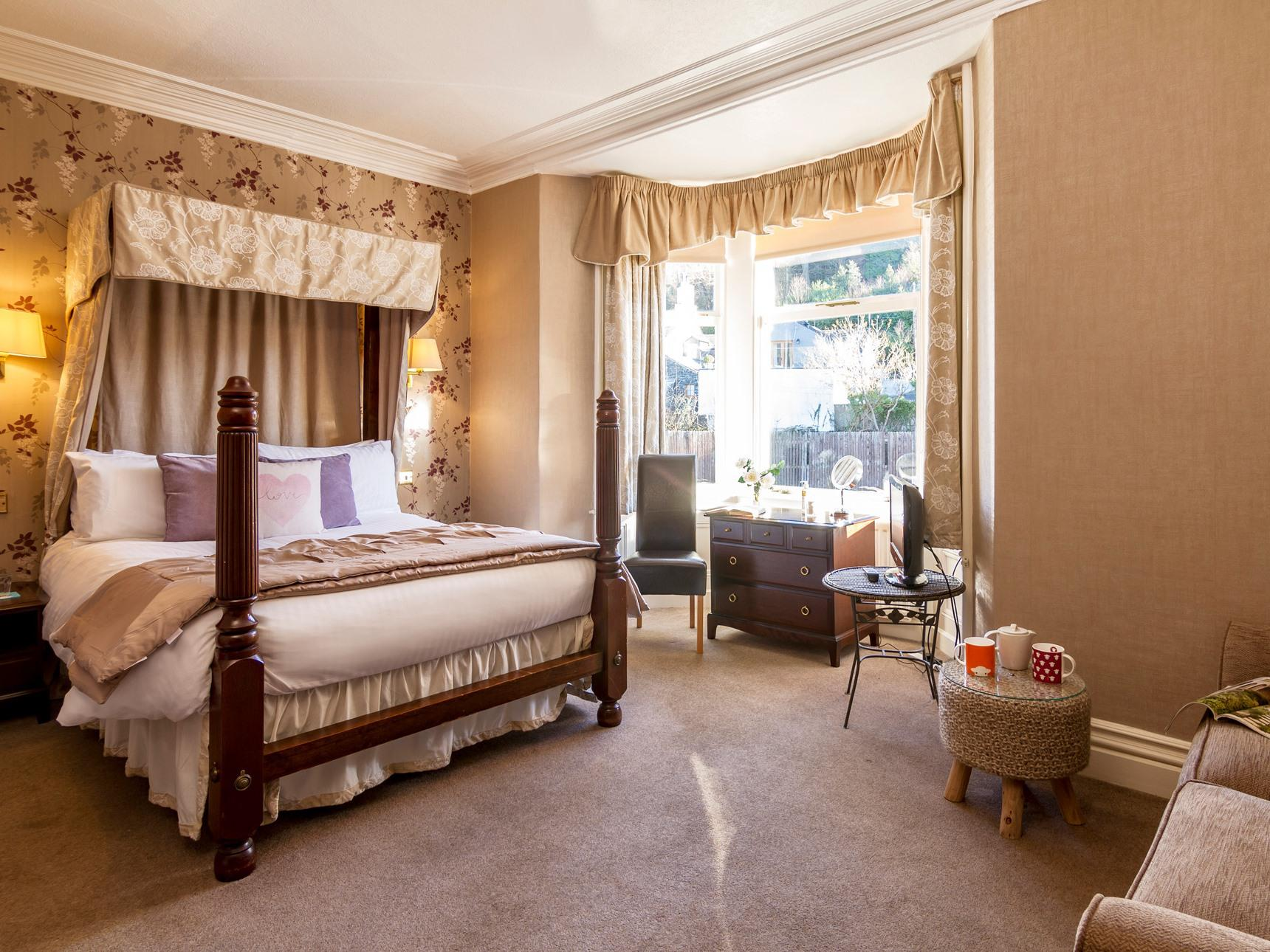 Four Poster-Double room-Ensuite with Bath