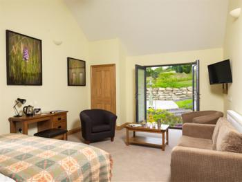 Suite-Ensuite-Courtyard (Rooms 11 & 12)