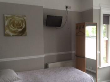 Triple room-Comfort-Ensuite with Shower - Base Rate