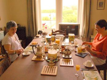 Catherine and Pepi have Scottish Breakfast at Carlton Seamill