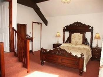 King-Ensuite-Clough Room