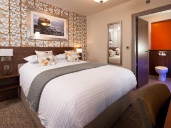 Double en-suite with bath