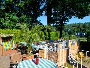 Terrasse zur Sommerzeit