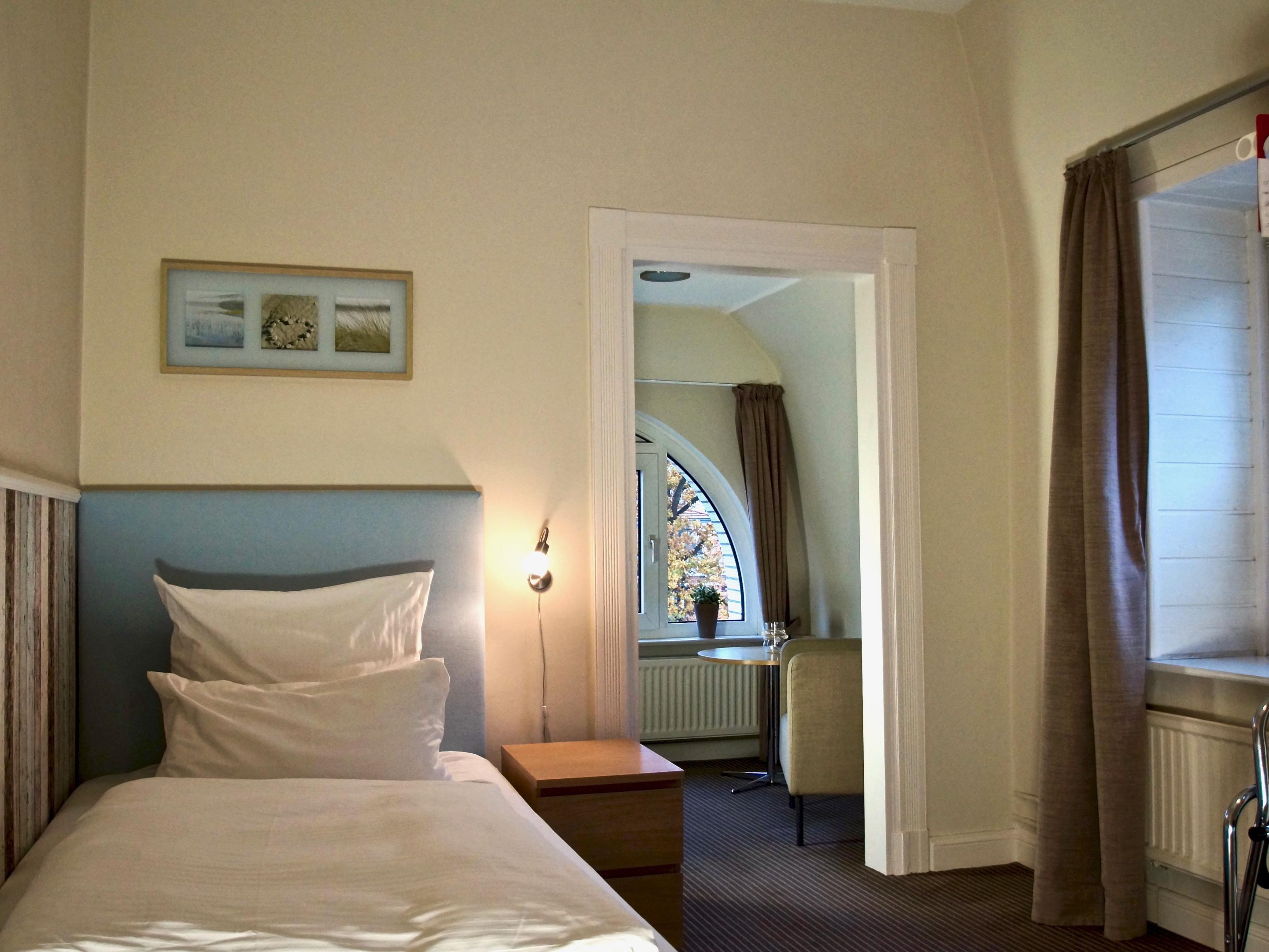 Einzelzimmer-Komfort-Eigenes Badezimmer-Blick zur Meerseite - Einzelzimmer-Komfort-Eigenes Badezimmer-Blick zur Meerseite