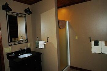 Hideaway Room Bathroom at Bear Meadows Lodge