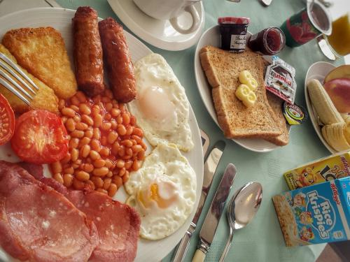 Full English breakfast and more!