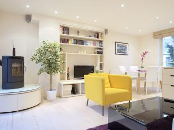 2-bedroom Notting Hill apartment with terrace - steps from Portobello Road - Living room