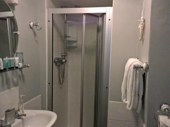 King-Ensuite with Shower