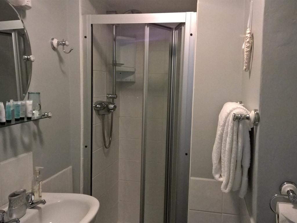 King-Ensuite with Shower - Base Rate
