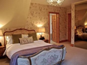 Double room-Ensuite-Mary Queen of Scots - Base Rate