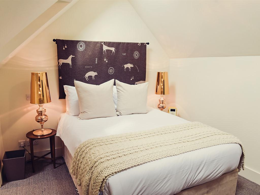 Double room-Classic-Ensuite with Bath-Attic Room  - Base Rate