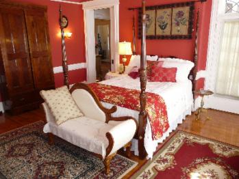 Queen-Ensuite-Luxury-Patio-Devonport Chamber