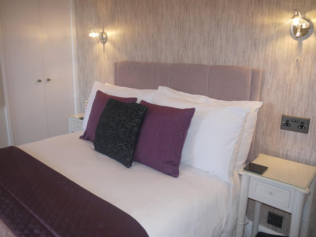Double Room Ensuite - Breakfast Included