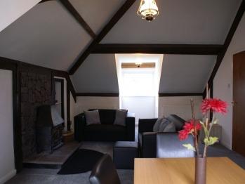 Apartment-Private Bathroom-Garden View-Heddon Suite