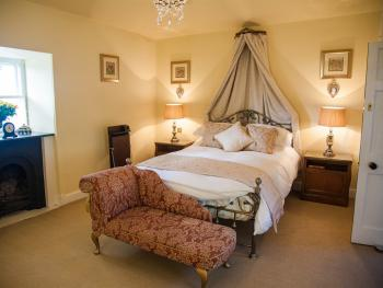 Miss Hilda's Bedroom - The aunt of Portmeirion founder Sir Clough Williams-Ellis lived here during the 19th & early 20th century.