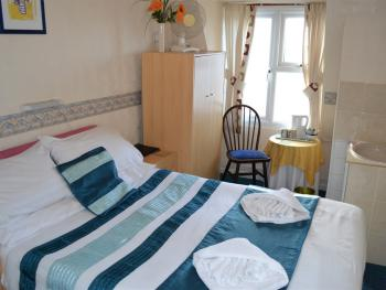 Double room-Standard-Ensuite with Shower-Sea View-3rd Floor