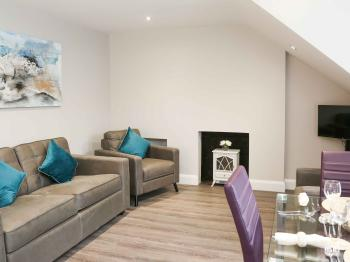 Belfast Serviced Apartments - Eglantine - Living Area