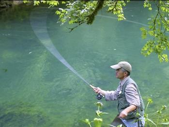 Pêche à la mouche dans la vallée du cusancin