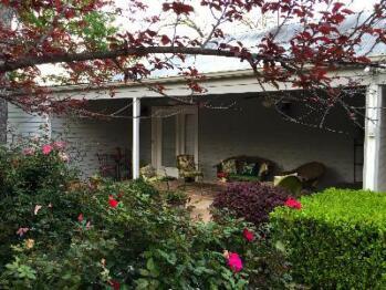 Quad room-Ensuite with Shower-Garden View-Juniper Room