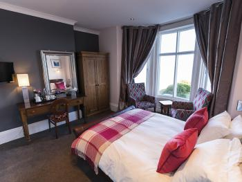 King-Deluxe-Ensuite-Sea View-B&B